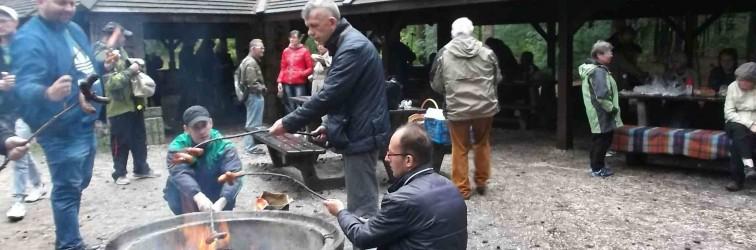 Pieczenie ziemniaków na kieleckim Stadionie